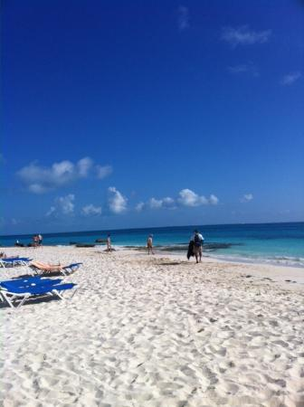 Hotel Riu Cancun: the beach