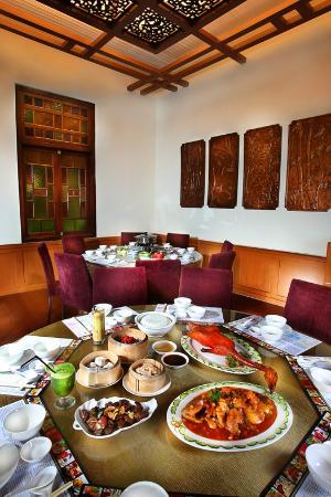 Gino Feruci Kebonjati Bandung: VIP King Dinasty Restaurant