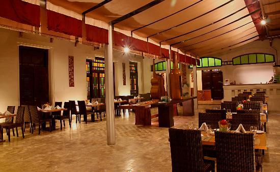 Gino Feruci Kebonjati Bandung: King Dinasty Restaurant