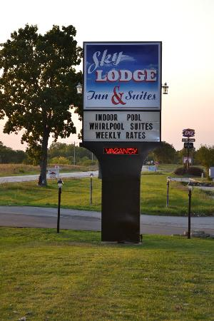 Sky Lodge Inn & Suites: Street View