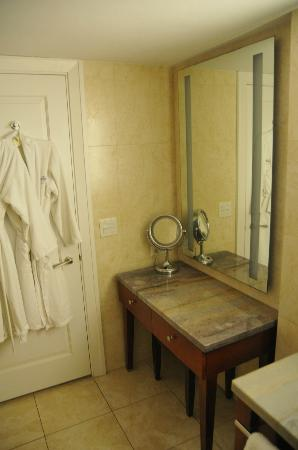 Newstead Belmont Hills Hotel : Main Bathroom