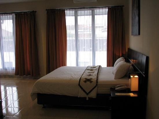 푸리 코러스 호텔