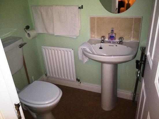 Bayside: Bathroom with Bad Shower Gel