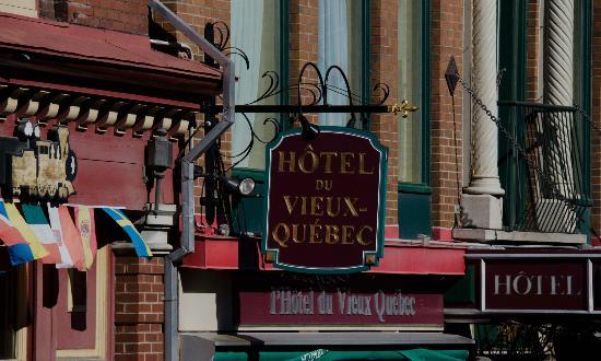 Hotel du Vieux-Quebec: Sign at Hotel Vieux Quebec