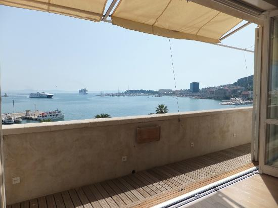 Riva Luxury Suites: Part of the view from family room