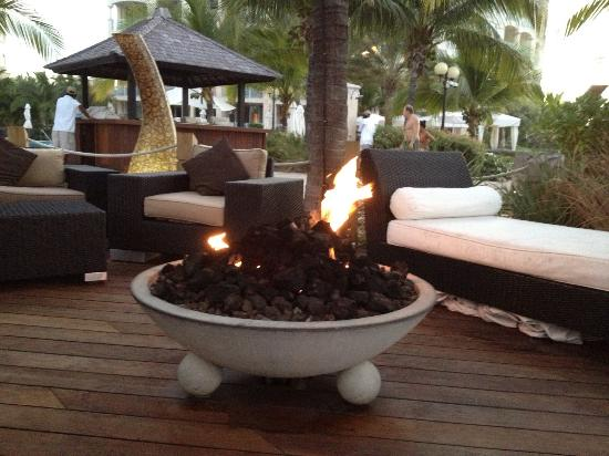 Seven Stars Resort & Spa: Fire Pit by Pool