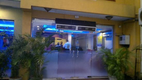 Elite Restaurant: Entrance