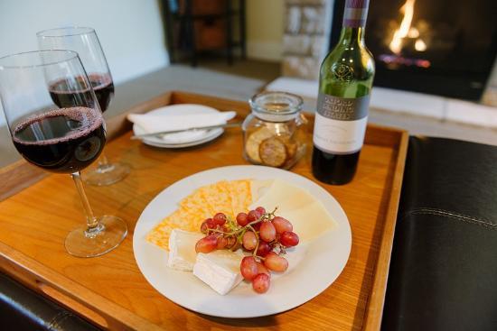 سفن أوكس: Wine & Cheese Plate 