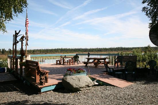 Riddle's Fishing Lodge : Riverside Deck