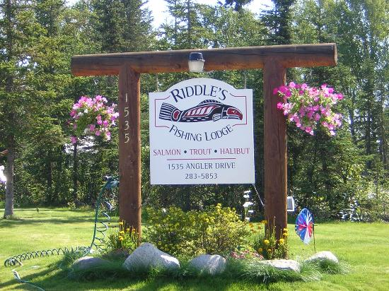 Riddle's Fishing Lodge : Lodge Sign