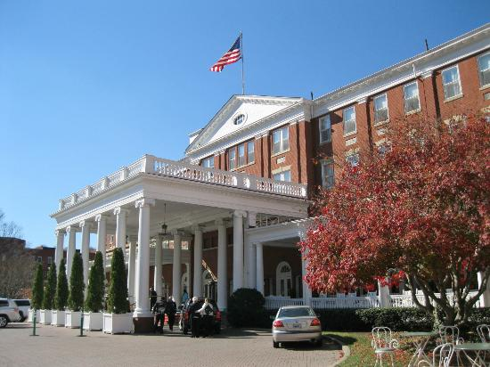 The Omni Homestead Resort: Front entrance