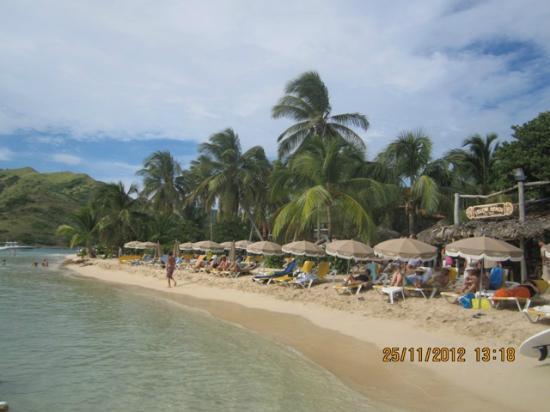 Yellow beach at Pinel Island
