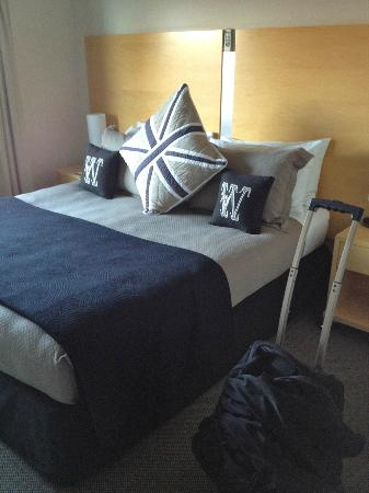Kaikoura Apartments: Main bedroom with ensuite