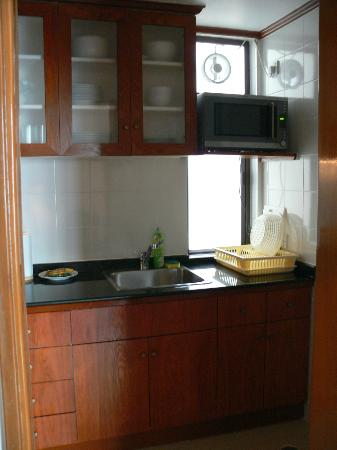 Riverside Serviced Apartments: Kitchen