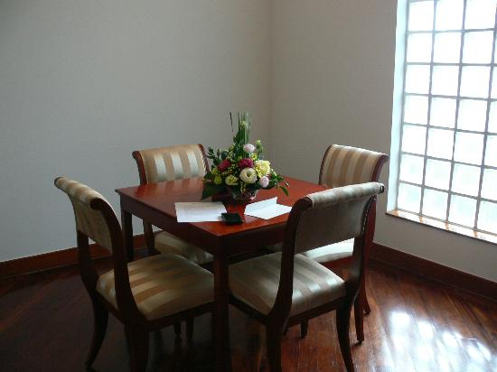 Riverside Serviced Apartments: DiningArea