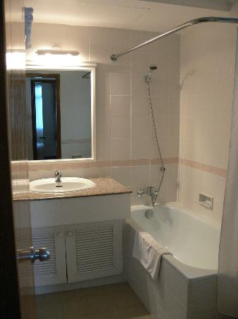 Riverside Serviced Apartments: Bathroom1