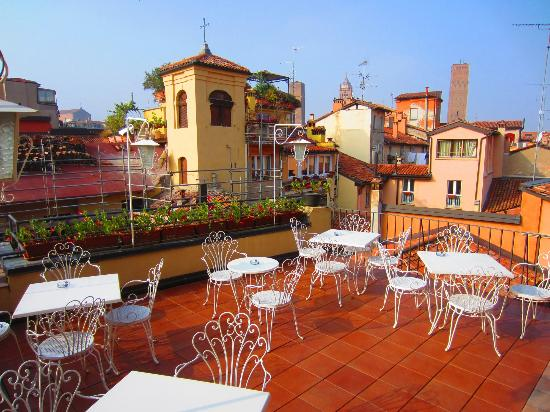 Best Western Hotel San Donato: Terrace next to Bar