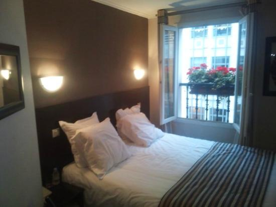 Hotel Arc Elysees : ROOM in DAY TIME