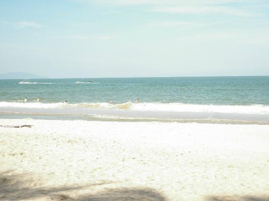Non Nuoc Beach: blue beach