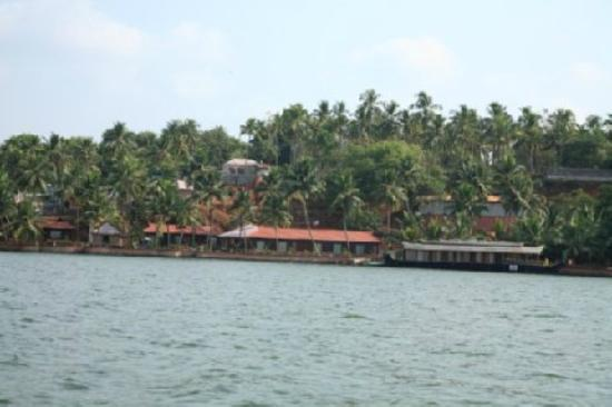 Cambay Palm Lagoon: Lake-View From Houseboat