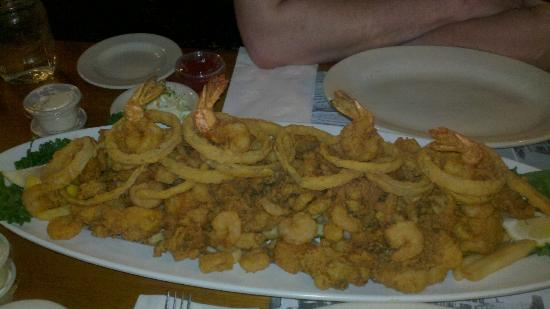 Lamies Inn and The Old Salt Tavern: We got the Neptunes's platter for dinner, probably enough food for 4 people!