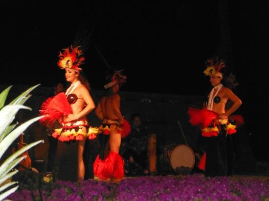 Waikoloa Beach Marriott Sunset Luau: Hula Dancers