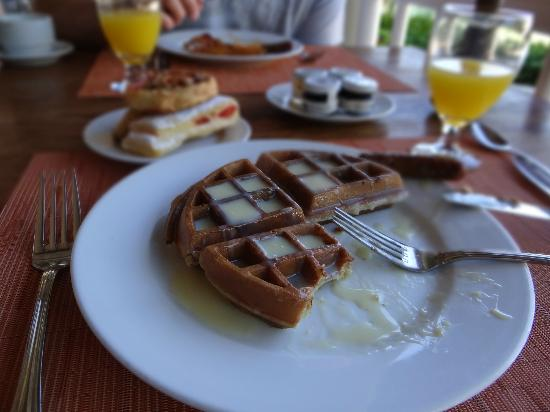 The Westin Golf Resort & Spa, Playa Conchal - An All-Inclusive Resort: Waffle with sweetened condensed milk. Yum!