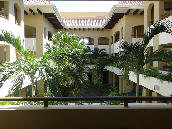 The Westin Golf Resort & Spa, Playa Conchal: Courtyard of our Royal Beach building