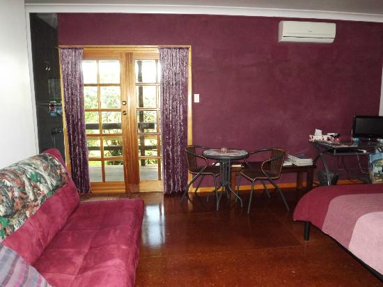 Triple MMM Cottage Holiday Accommodation: Pink room 1 queen size bed, 1 fold down double sofa bed