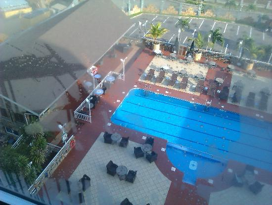 Holiday Inn Accra Airport: Room View from 7am