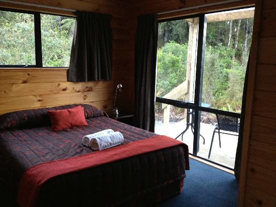 Rainforest Retreat: NICE BED
