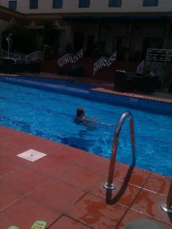 Holiday Inn Accra Airport: Pool Side