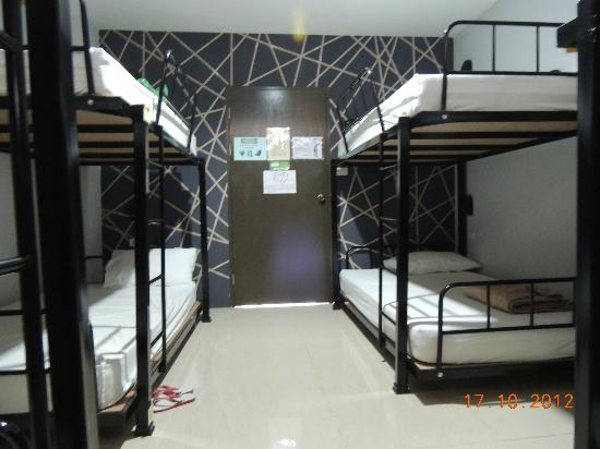 Link Corner Hostel Bangkok: Ladies Dorm Room