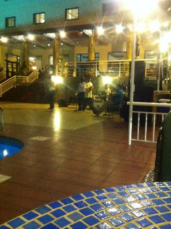 Holiday Inn Accra Airport: Live Band on Friday Nite (LA CABANA)