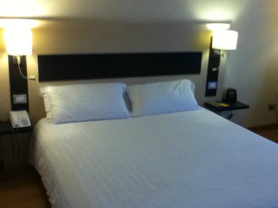Hilton Garden Inn Rome Airport: Bed