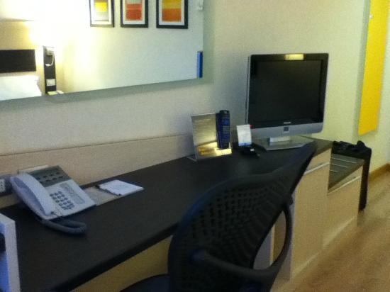 Hilton Garden Inn Rome Airport: Desk