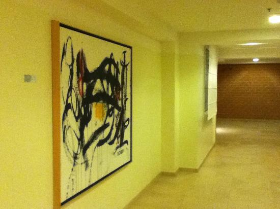 Hilton Garden Inn Rome Airport: Lobby Artwork