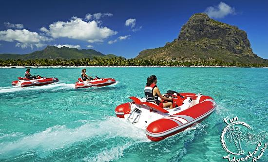 Ривьер-Нуар: Crystal clear water in front of Le Morne