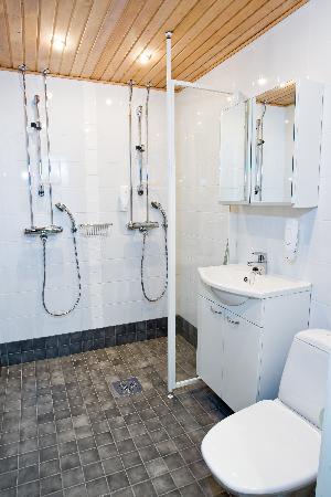 Ski-Inn PyhaSuites Apartments: PyhäSuites 55m² apartment's bathroom