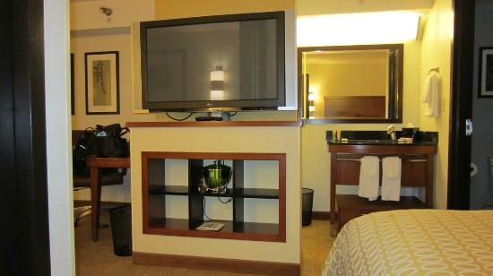 Hyatt Place Atlanta Airport - South : View from bed