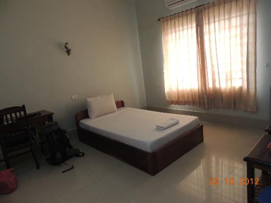 Tropical Breeze Guest House: Room