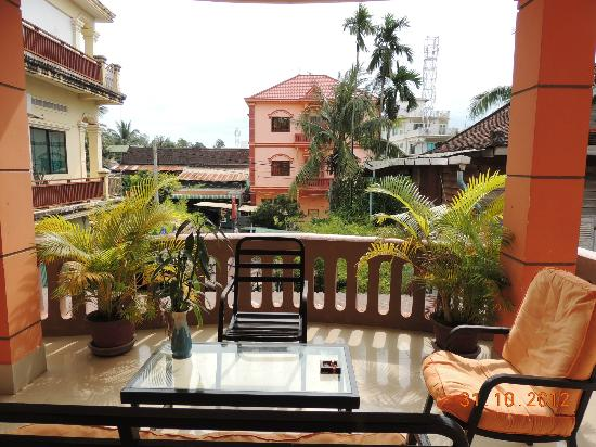 Tropical Breeze Guest House: View from the 1st floor
