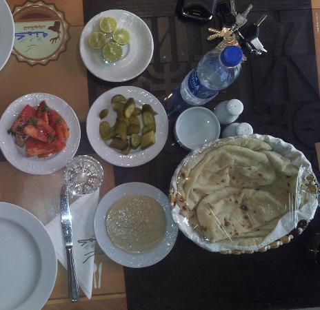Kamona: Complementary Salad
