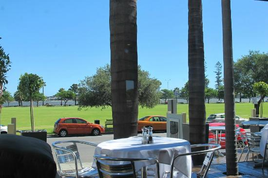 Crowne Plaza Perth: restaurant (outdoor)