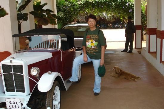 Chalston Beach Resort: Rarity car at the entrance