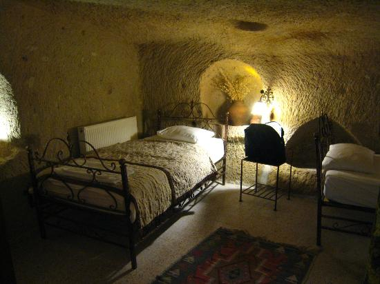 Caravanserai Cave Hotel: One of the beds in the Quadruple cave