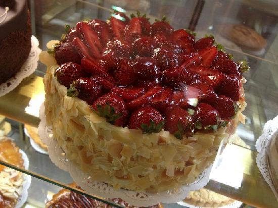 Drummoyne Bakehouse Cafe: Strawberry Custard Sponge Cake
