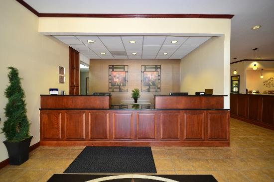 Best Western Plus Kansas City Airport-Kci East: Front Office