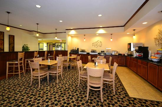 Best Western Plus Kansas City Airport-Kci East: Breakfast Area