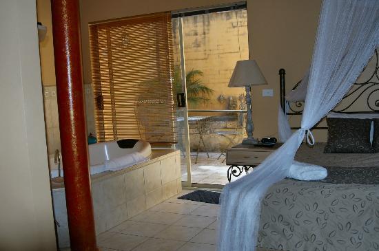 Marwood Villas: Bedroom & Spa 